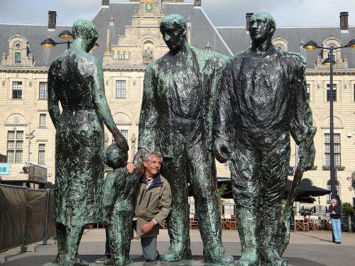 giant statue mechelen
