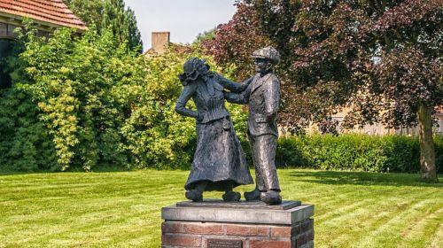 giethoorn statue garden