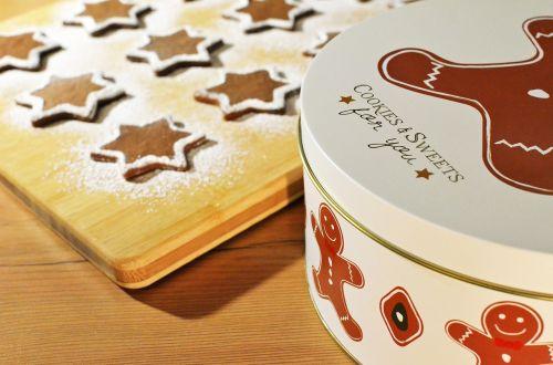 gingerbread cookies tins