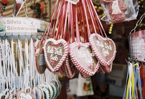 gingerbread heart  oktoberfest  folk festival