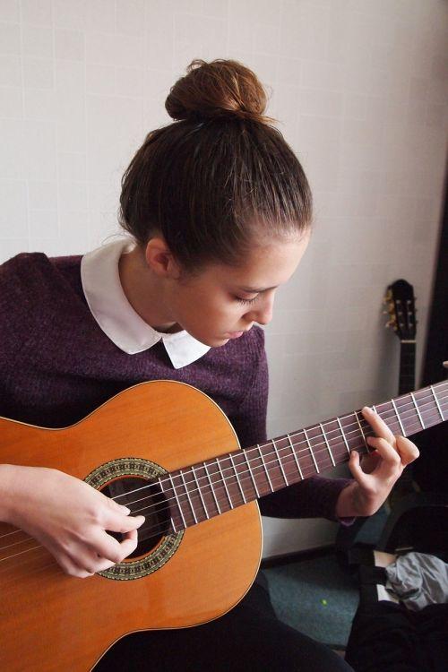 girl guitar strings