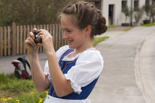 girl smiling hairstyles