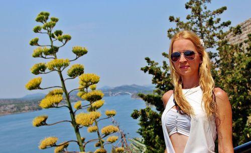 girl flower blond