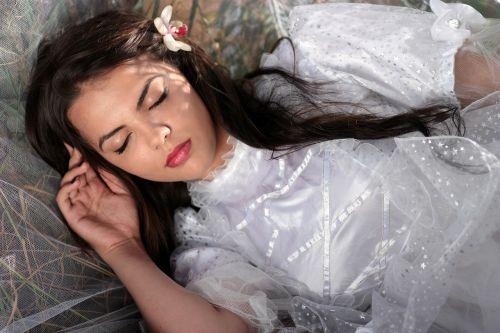 girl veil white