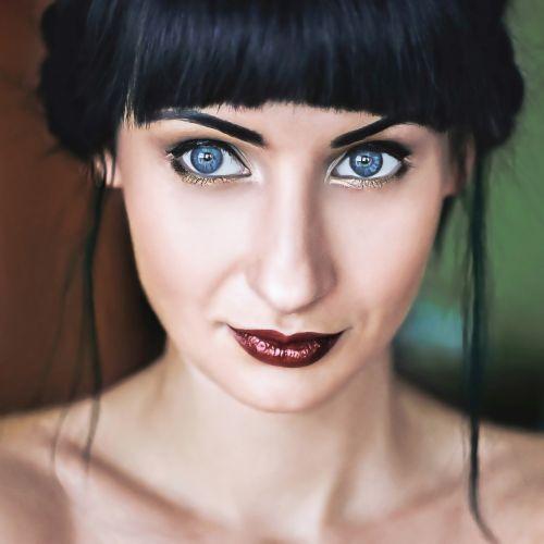 girl portrait eyes