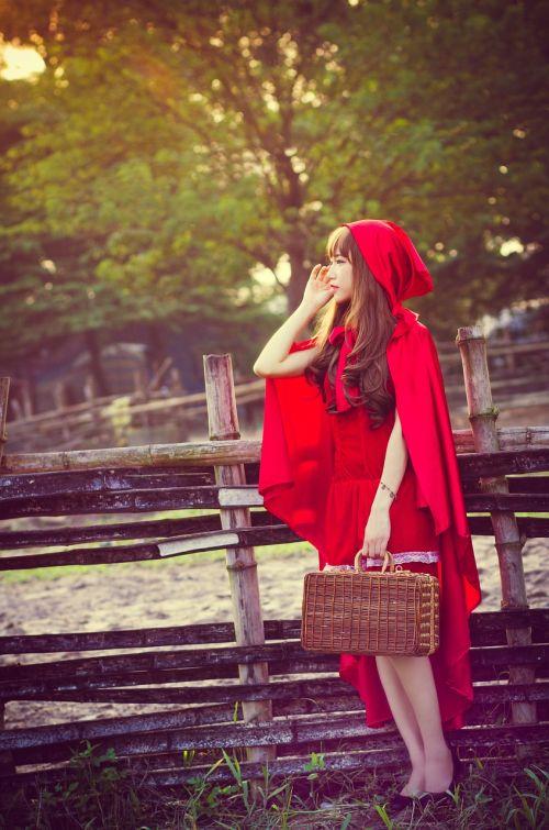 girl red riding hood hood