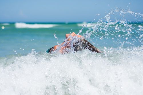mergaitė,papludimys,bangos,vandenynas,vasara,jūra,atostogos,moteris,gyvenimo būdas,šventė,jaunas,lauke,atogrąžų,Moteris,aktyvus,surfer,Krantas,Hawaii,mėlynas,banglentė,saulėtas,šeima,fitnesas