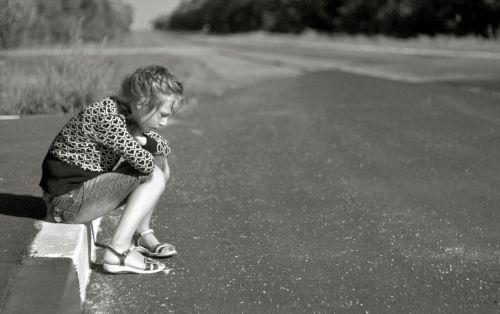 girl road loneliness