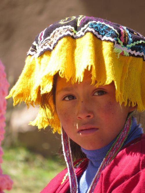 girl costume peru
