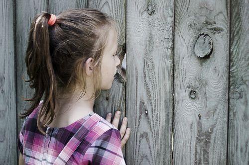 girl curiosity pry
