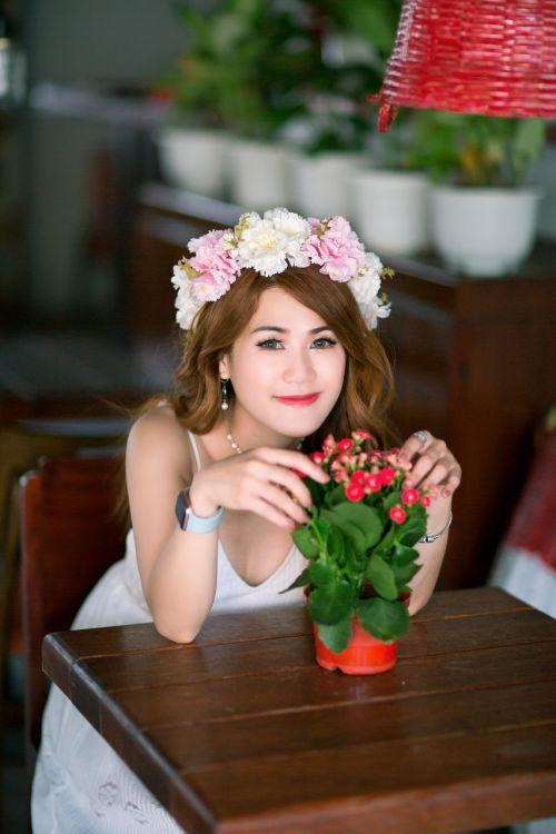 girl teen garden