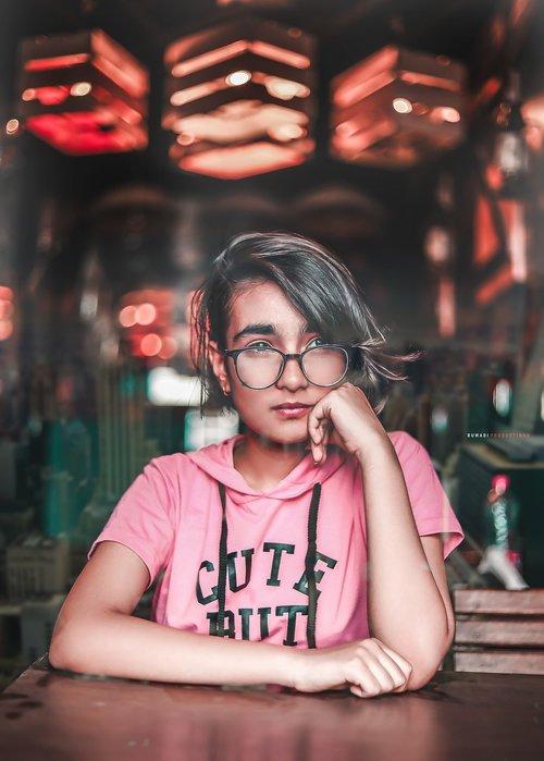 girl  glasses  specs