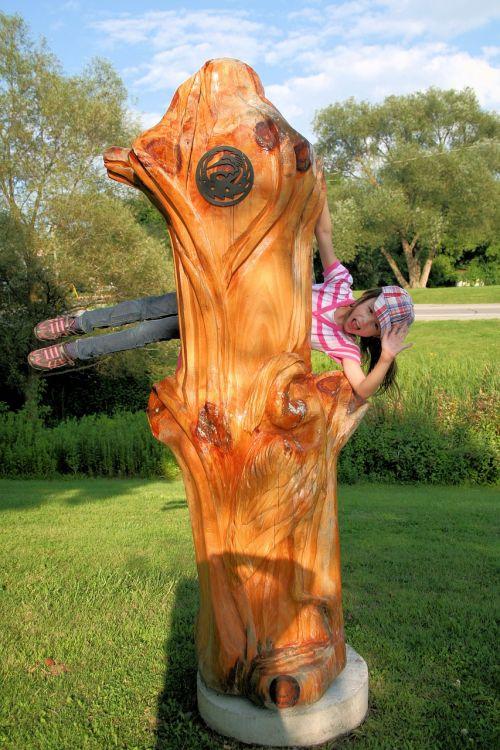 mergaitė,vaikas,žaisti,iliuzija,drožyba,medžio drožinėjimas,kranas,paukštis,gamta,tako žymeklis,pietų Ontarijas,menas,raižyti,mediena,skulptūra