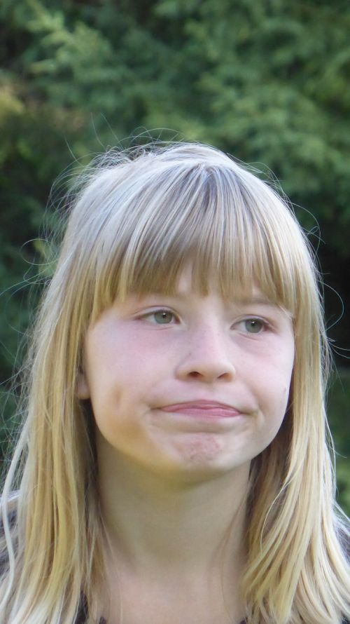 mergaitė,blondinė,veidas,galva,beviltiška,apsvarstyti,nepatenkintas,Burna,gestai,oda,plaukai,abejingas,rūgštus