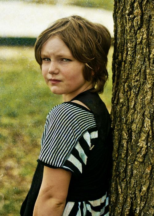 girl tree sullen