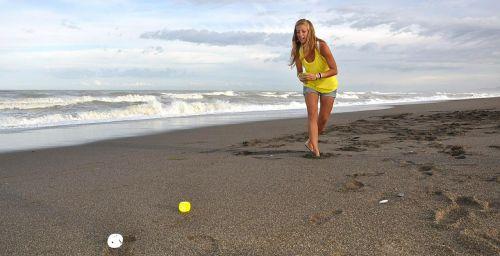 girl beach play