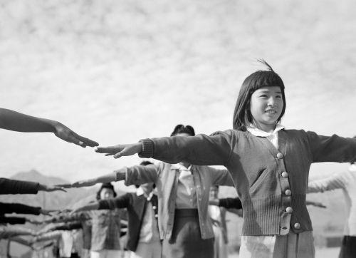 mergaitė,vaikai,Manzanaras,Antrasis Pasaulinis Karas,juoda ir balta,ww2,wwii,sporto salės valandos