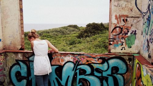 girl africa graffity