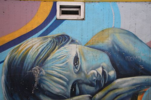 girl graffiti hauswand