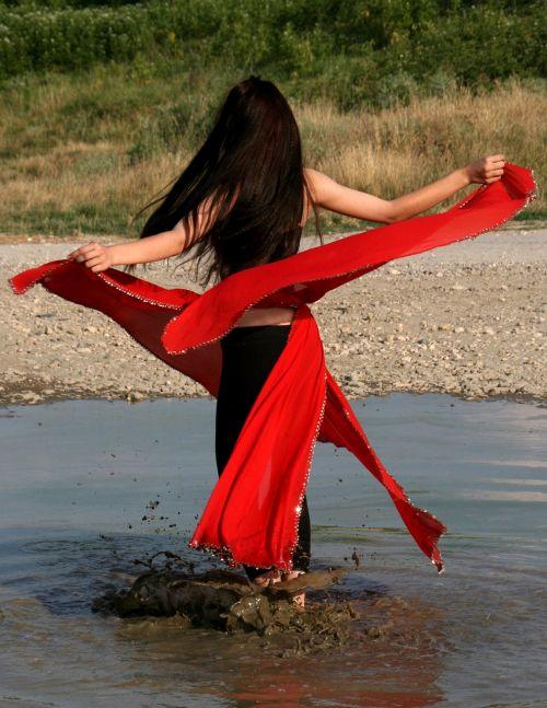 girl dance spinning