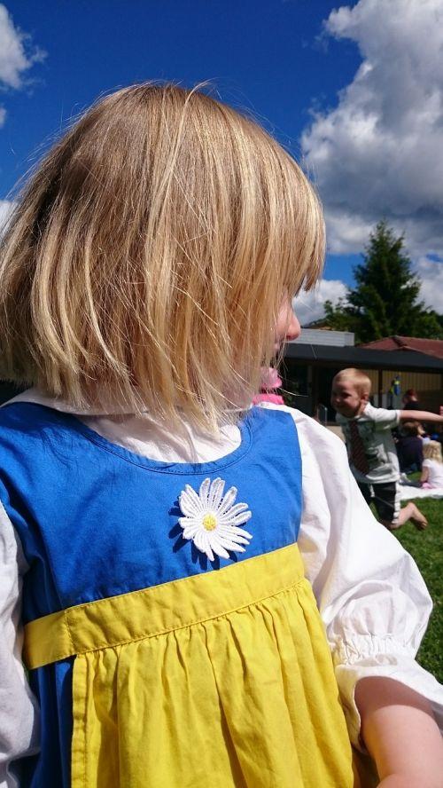 girl midsummer costume