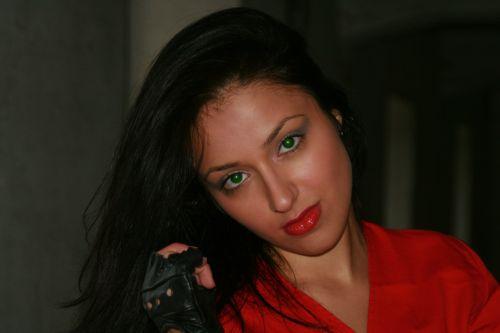 girl green eyes seduction