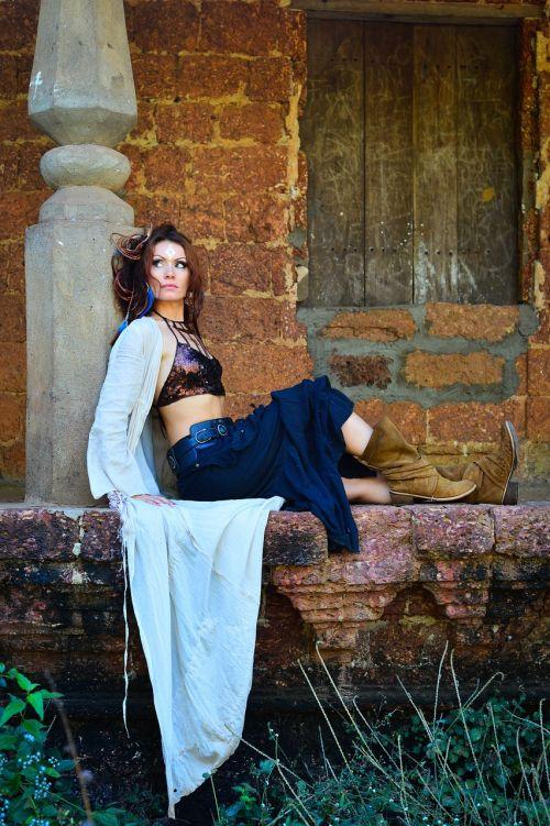 girl,abandoned house,boho style,siolimskaya village,gypsy style,boots