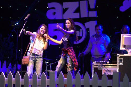 girls concert scene
