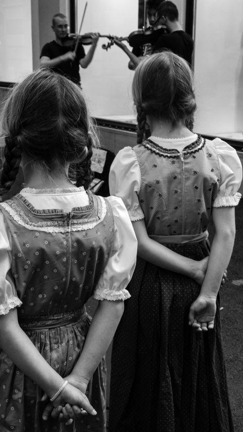 girls back musicians