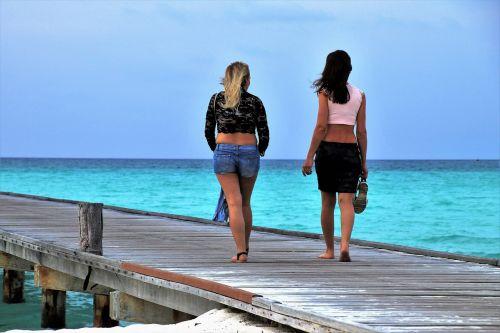 girls spacer beach