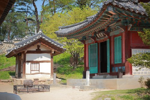 giwajip  korean traditional  spring