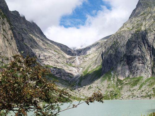 glacial valley lake