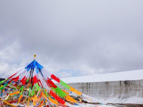 glacier prayer flags the scenery