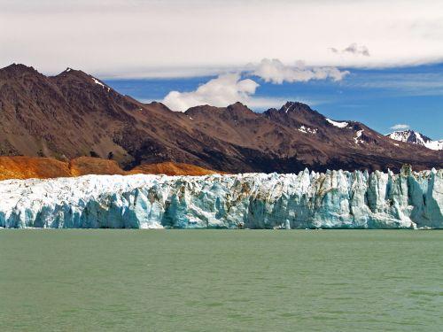 glacier lake and the vietnam santa cruz argentina