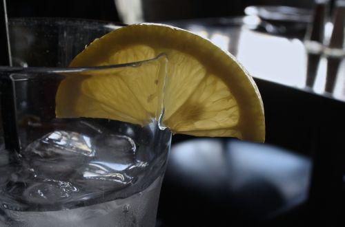 glass water lemon