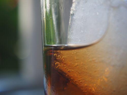 glass cola ice cubes