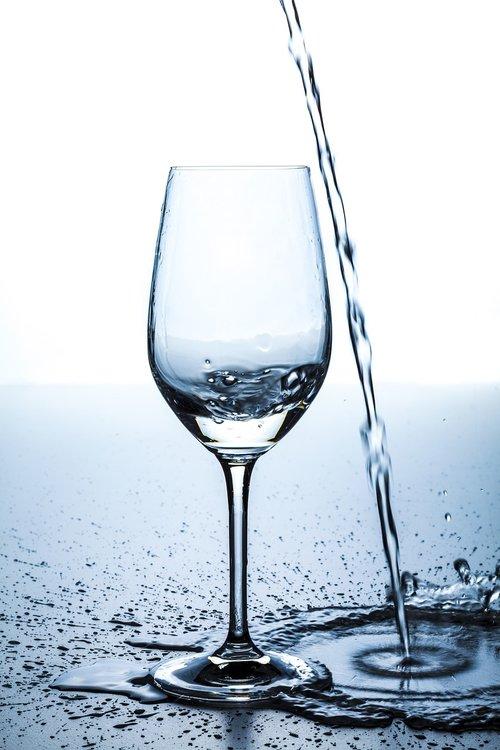 glass  water  spill