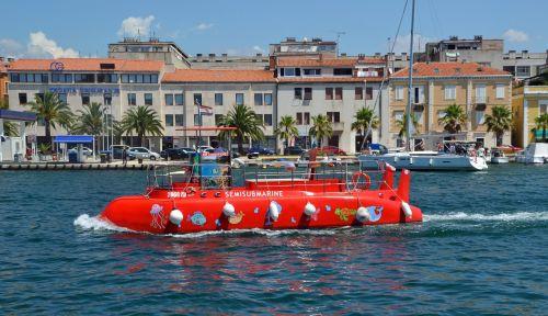 glass bottom boat u boat underwater