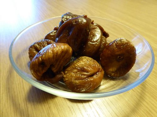glass plate figs dried fruit