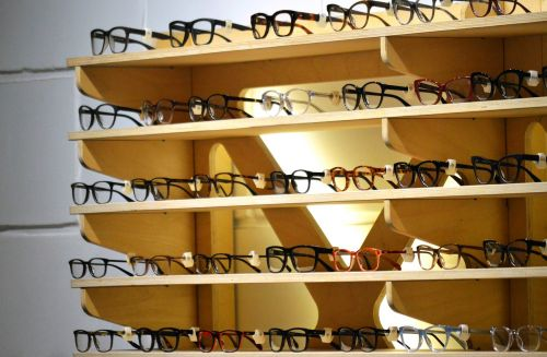 glasses store eyeglass