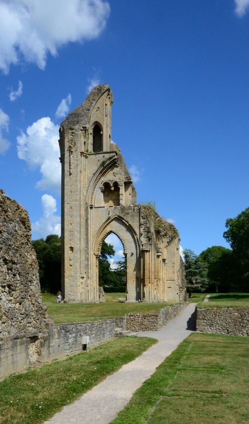 glastonbury cathedral ruin