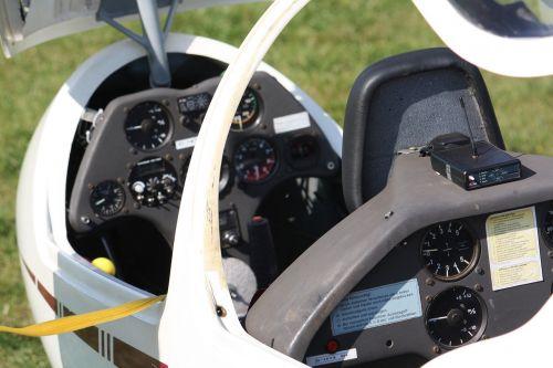 gliding cockpit flight instruments