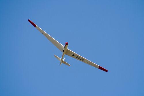 glider pilot aircraft airport