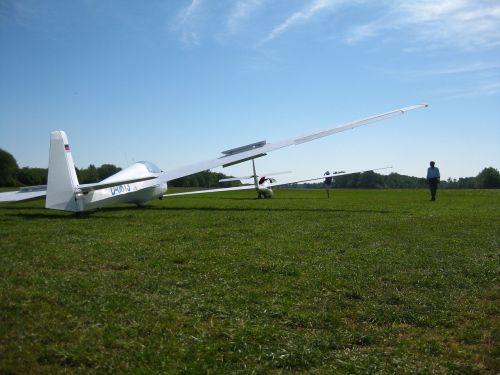 gliding flying sky