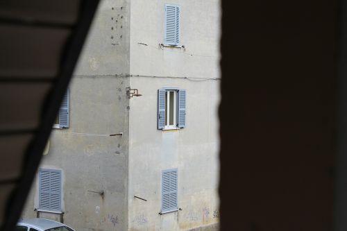 glimpse palazzo window