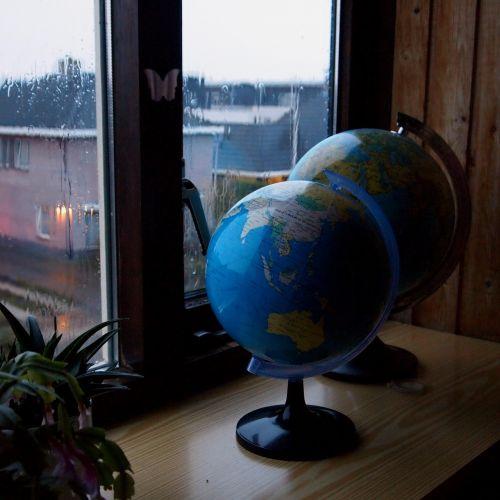 globe window sill rain