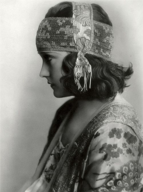 gloria swanson american actress singer