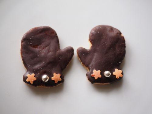 gloves chocolate cookie