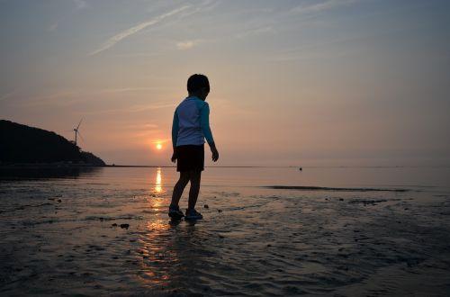 glow sunset children