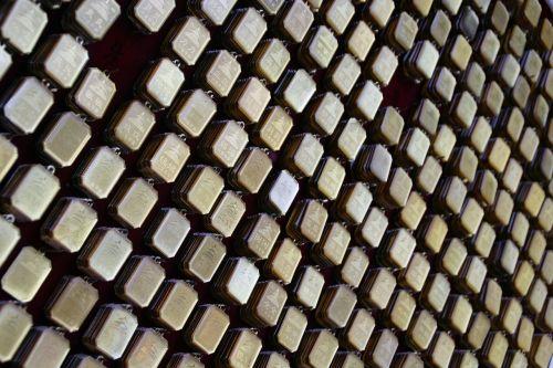 gold panels trade